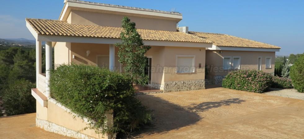 Luxury villa rental in Alberic, Valencia – Ref: R014034