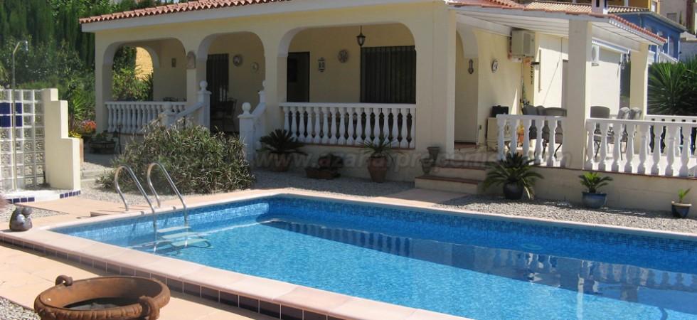Attractive villa for sale in Turis, Valencia – Ref: 015559