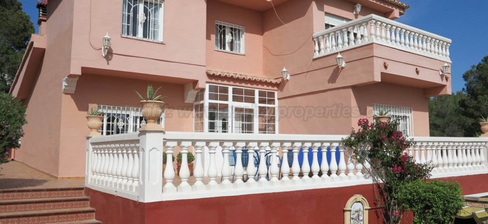 Luxury villa for sale in Monserrat Valencia – Ref: 015563