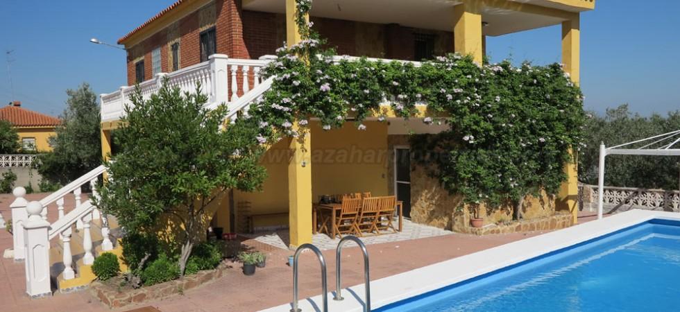 Property for sale in Monserrat Valencia – Ref: 015571