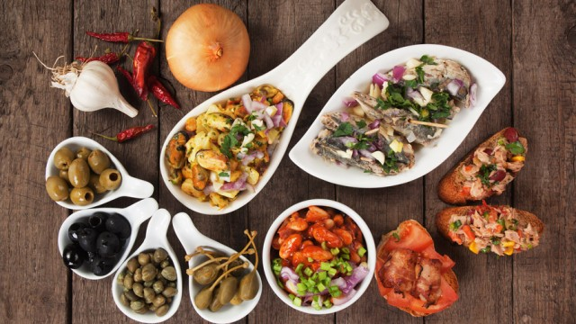 Tapas In Valencia: What To Order