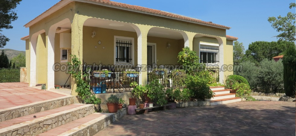 One of our large houses for sale Alberic Valencia – Ref: 015575