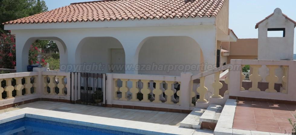 Spacious property for sale in Pedralba Valencia – Ref: 015582