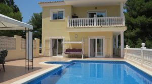 Well presented house for sale in Alberic Valencia – Ref: 015576