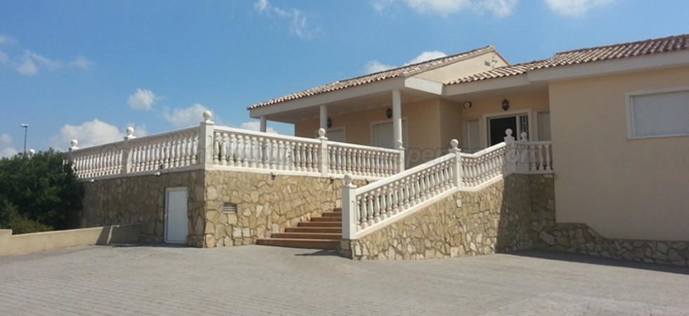 Luxury villa to rent Alberic Valencia – Ref: 015266