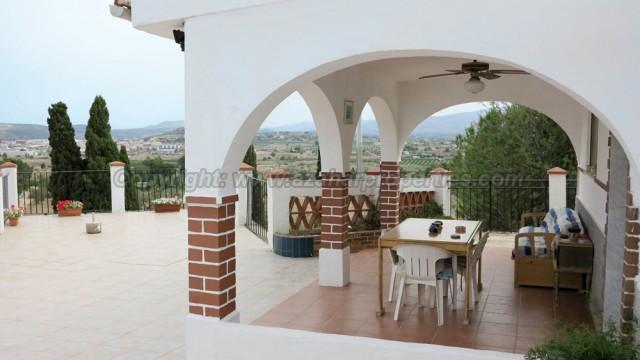 Villas for sale close to Monserrat Valencia