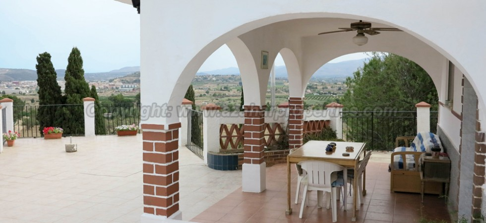 Villa for sale near Monserrat town Valencia – Ref: 016634