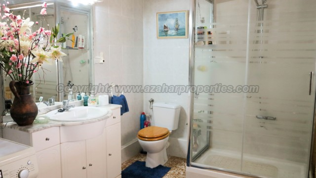 Bathroom - 10m²