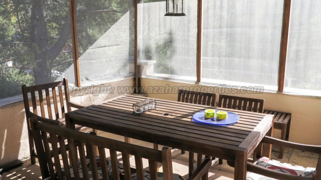 Netted covered barbecue terrace - 16m²