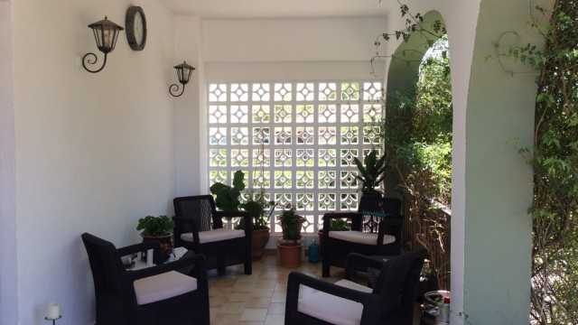 Covered front terrace - 24m²