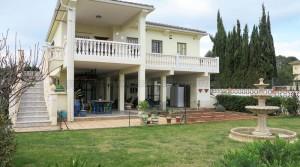 Large properties for sale near Monserrat Valencia