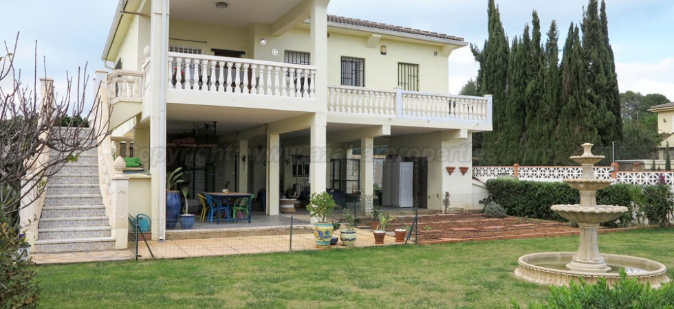 Large property for sale near Monserrat Valencia – Ref: 016659