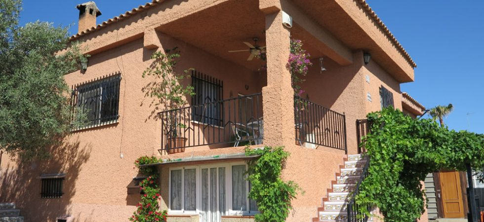 Well presented property for sale Turis Valencia – Ref: 014527