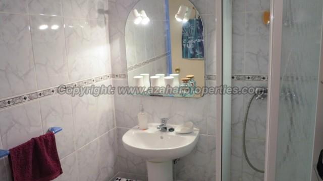 Apartment Bathroom - 4m²