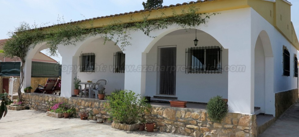 Villa for sale Domeño Valencia close to town – Ref: 017688
