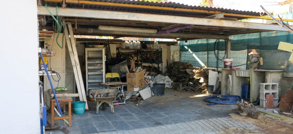 Wood store/Double carport