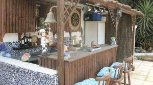 Pool-side bar