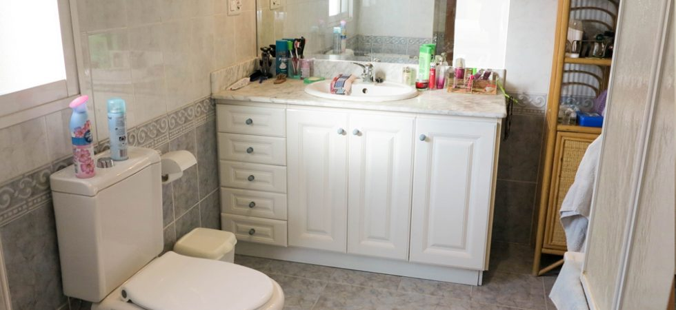 Bedroom 1 En-suite - 10m²