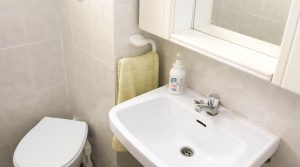 House 2 Bathroom 1 - 3m²