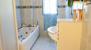 Bathroom - 8m²