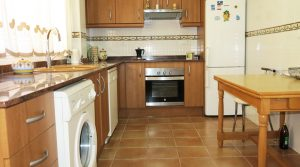 Kitchen - 12m² With access onto rear wooden terrace