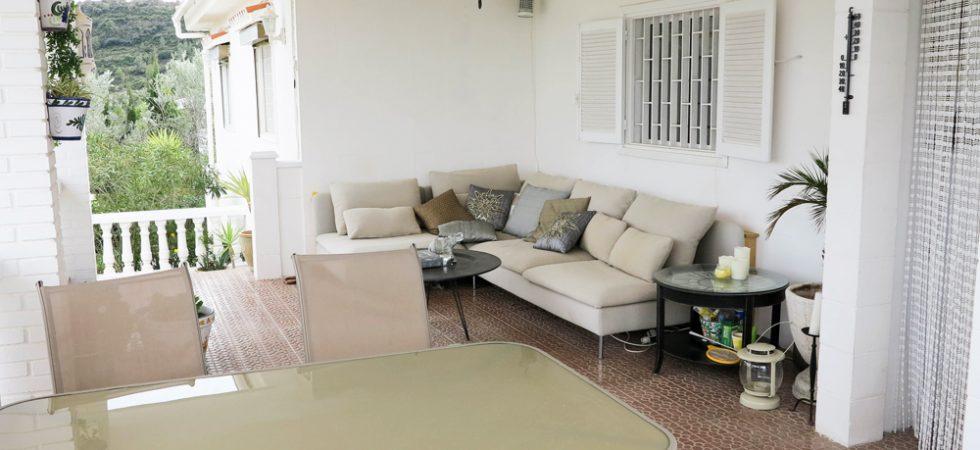 Covered terrace - 28m² + Porche 2m²