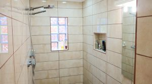 En-suite double shower