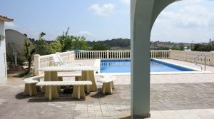 Covered terrace & swimming pool terrace