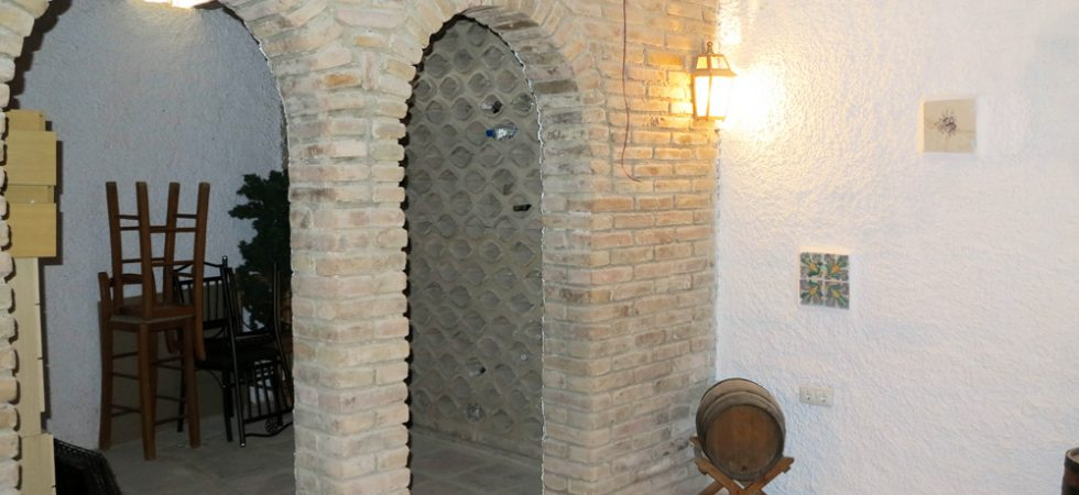 Wine cellar - 28m² • Bathroom - 4m² (not shown)