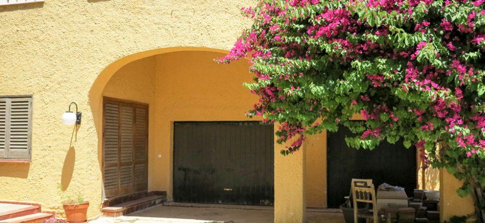 Garage - 48m² • Storeroom - 22m²