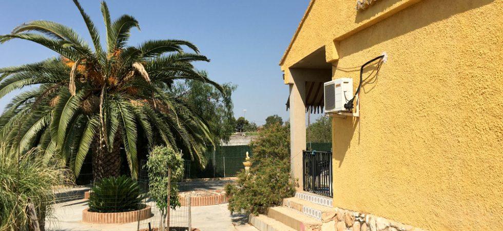 Cheap villa for sale Monserrat Valencia with Well – Ref: 018757