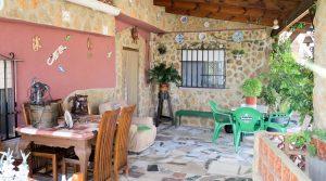 Main Villa - Covered terrace