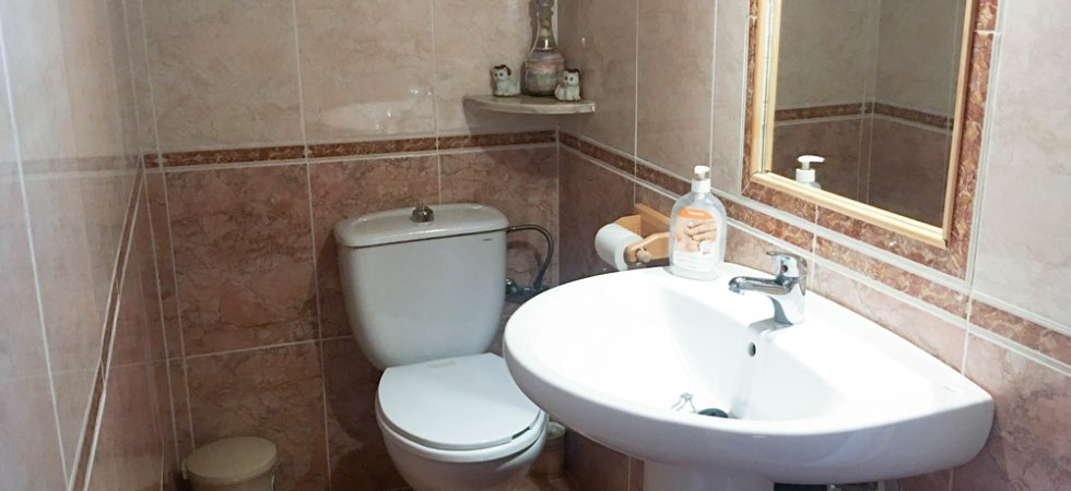 Studio Apartment Bathroom - 2m²