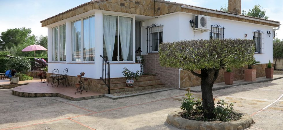 Immaculate villa with manicured gardens for sale Real Valencia – 018769