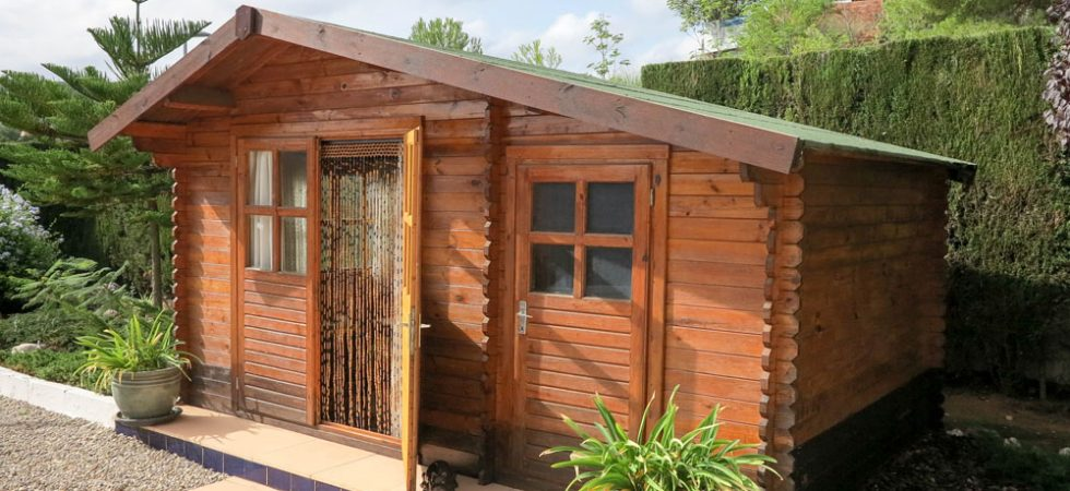Wooden chalet - 8m² ( +Store room 4m²)