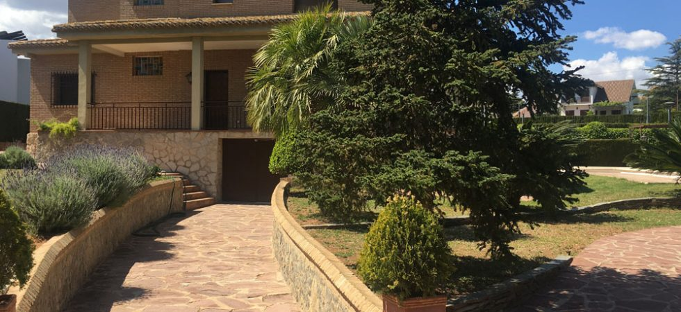 Desirable large villa for sale with sea views in Monserrat Valencia – 019791