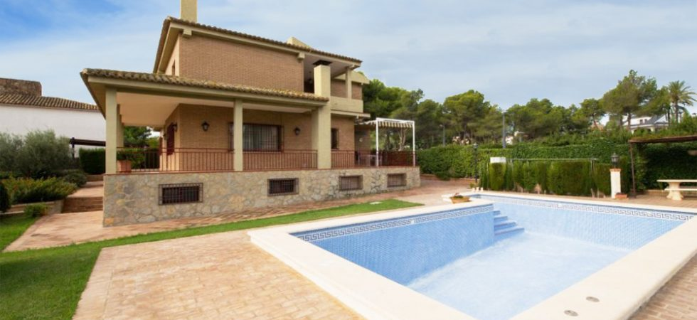 Desirable large villa for sale near Monserrat Valencia – 019791