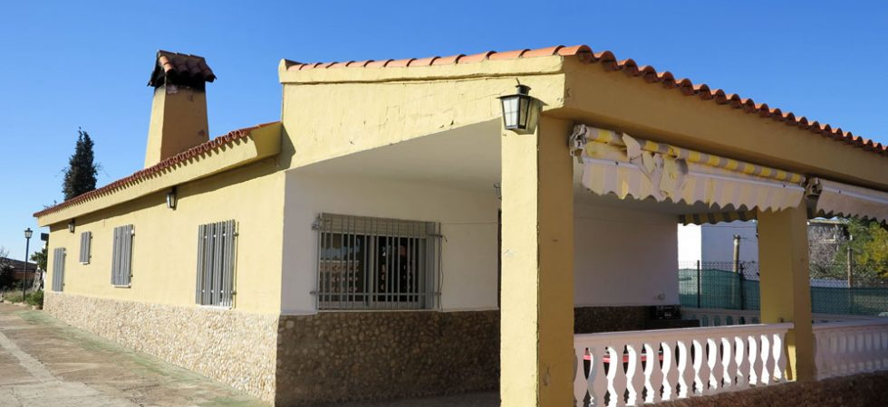 Property with potential for sale Monserrat Valencia – 019795