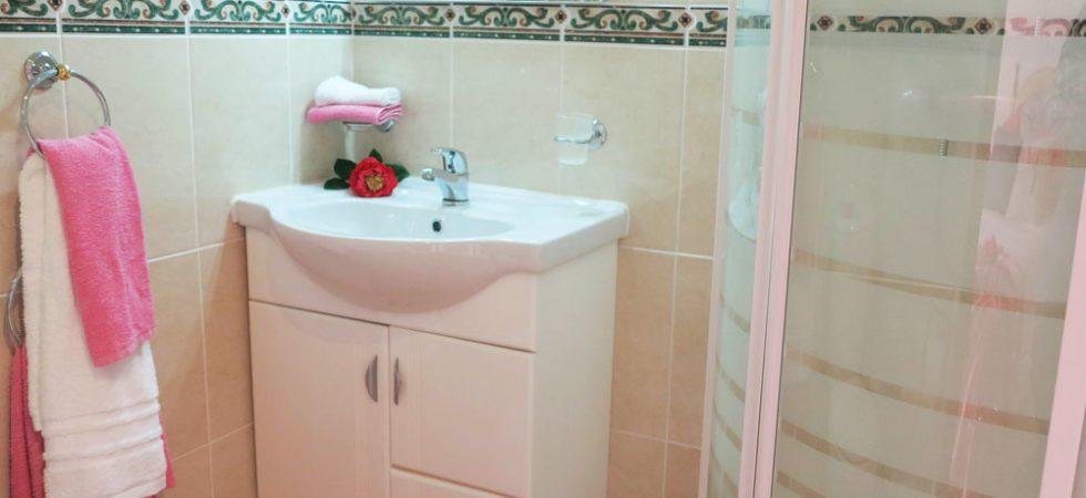Bedroom 2 En-suite - 3m²