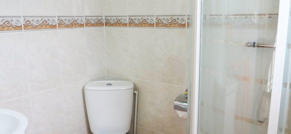 Bedroom 3 En-suite - 3m²