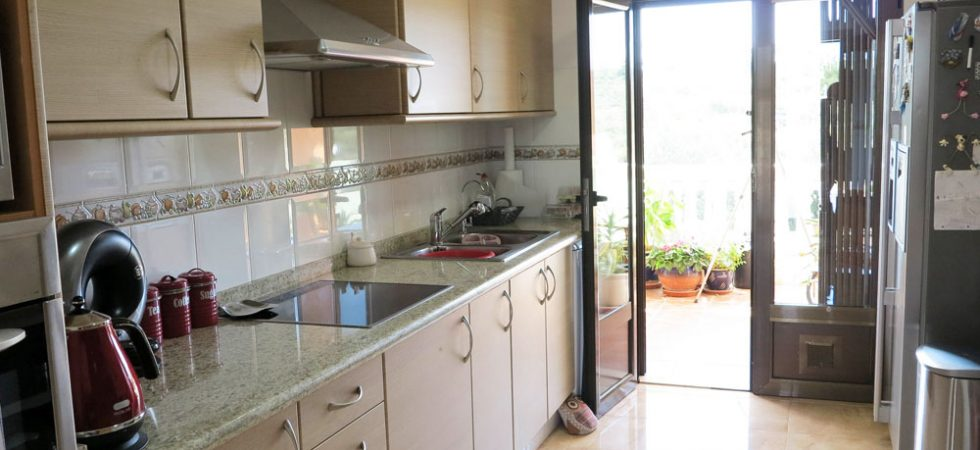 Kitchen - 11m²With access onto rear covered terrace
