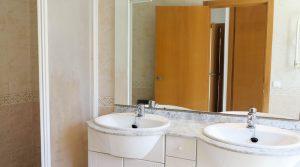 Bedroom 1 En-suite - 6m²