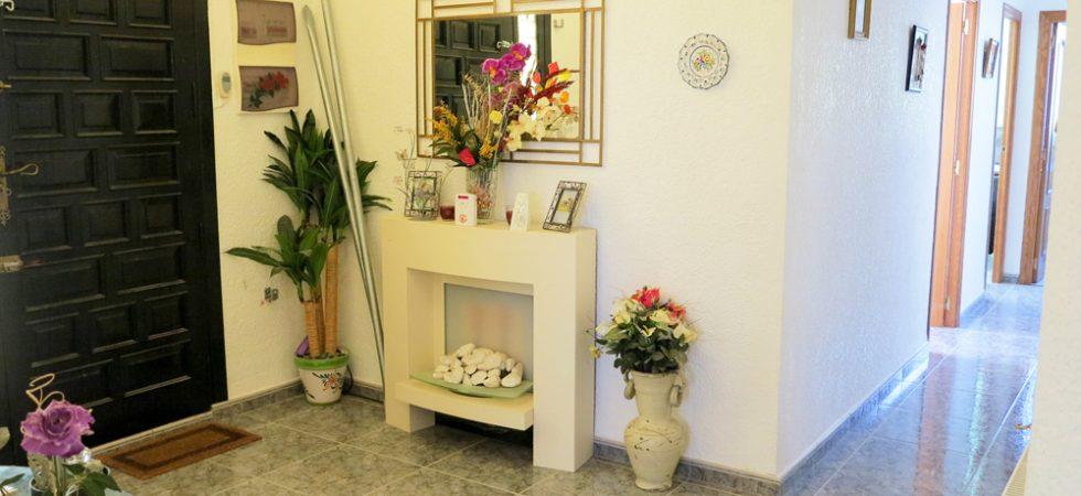 Entrance hallway - 9m²