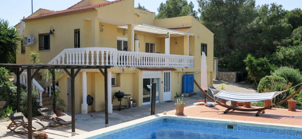 Desirable villa with good views for sale in Alberic Valencia – 019826