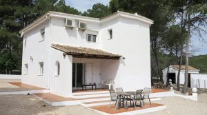 White-washed villa for sale in Macastre, Valencia – 019827