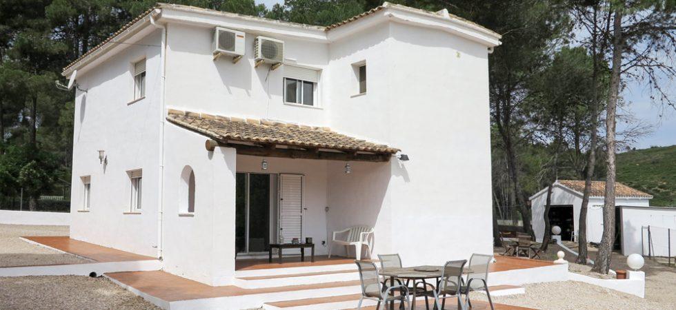White-washed villa for sale in Macastre, Valencia – 019827