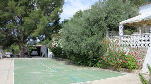 Tennis / Basketball court