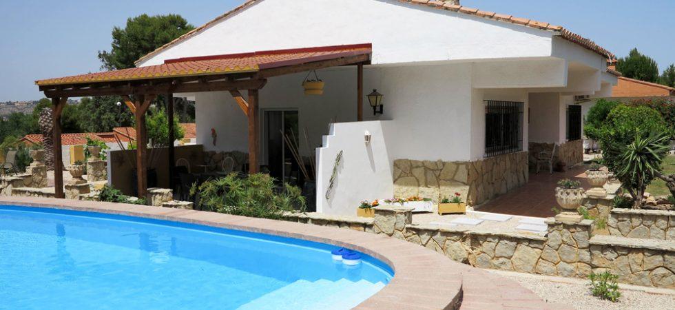 Desirable villa for sale on urbanisation in Monserrat Valencia – 019835
