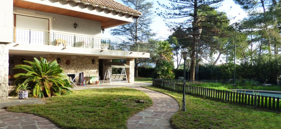 Large villa for sale in Torrent, Valencia – 019836