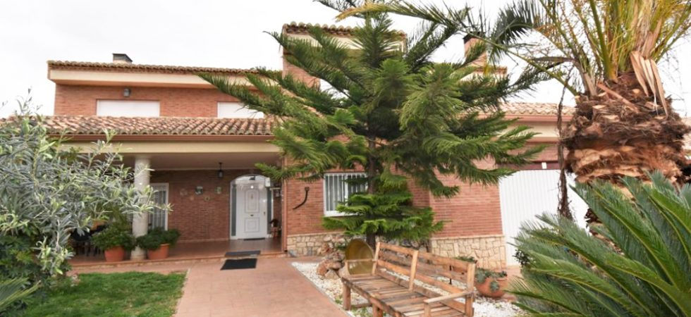 Large homes for sale in Valencia
